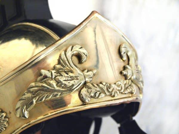 Kreikkalais-roomalainen kypärä mustalla harjalla