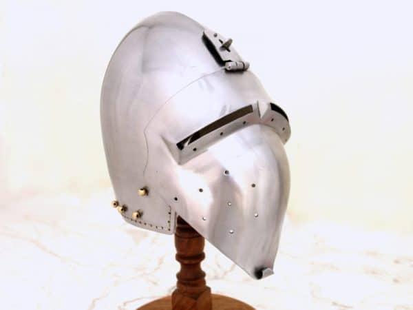 Saksalainen Bascinet-kypärä
