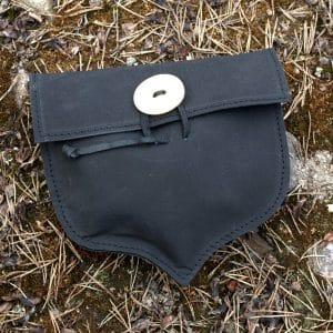 Nahkainen tammenterhon muotoinen laukku
