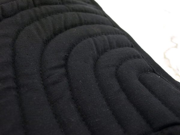 Pehmustehuppu -Musta