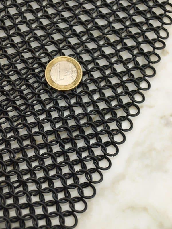 Hauberg mustatuista renkaista