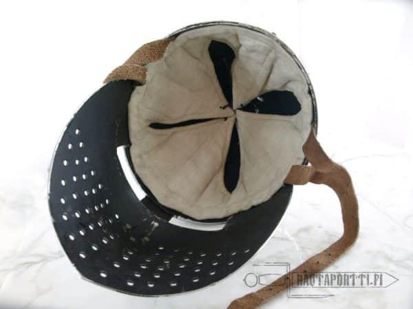 Spangenhelm-kypärä kasvosuojalla